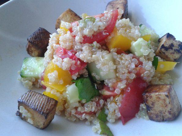 Quinoa-Salat mit Tofu